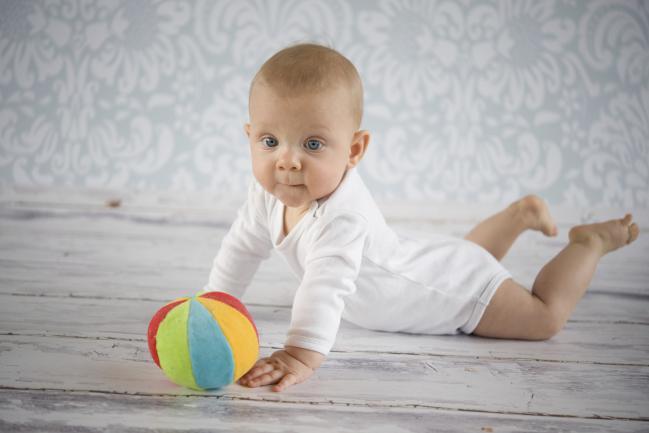 Beb s entre 5 y 6 meses espacio maternelle - Bebe de 6 meses ...