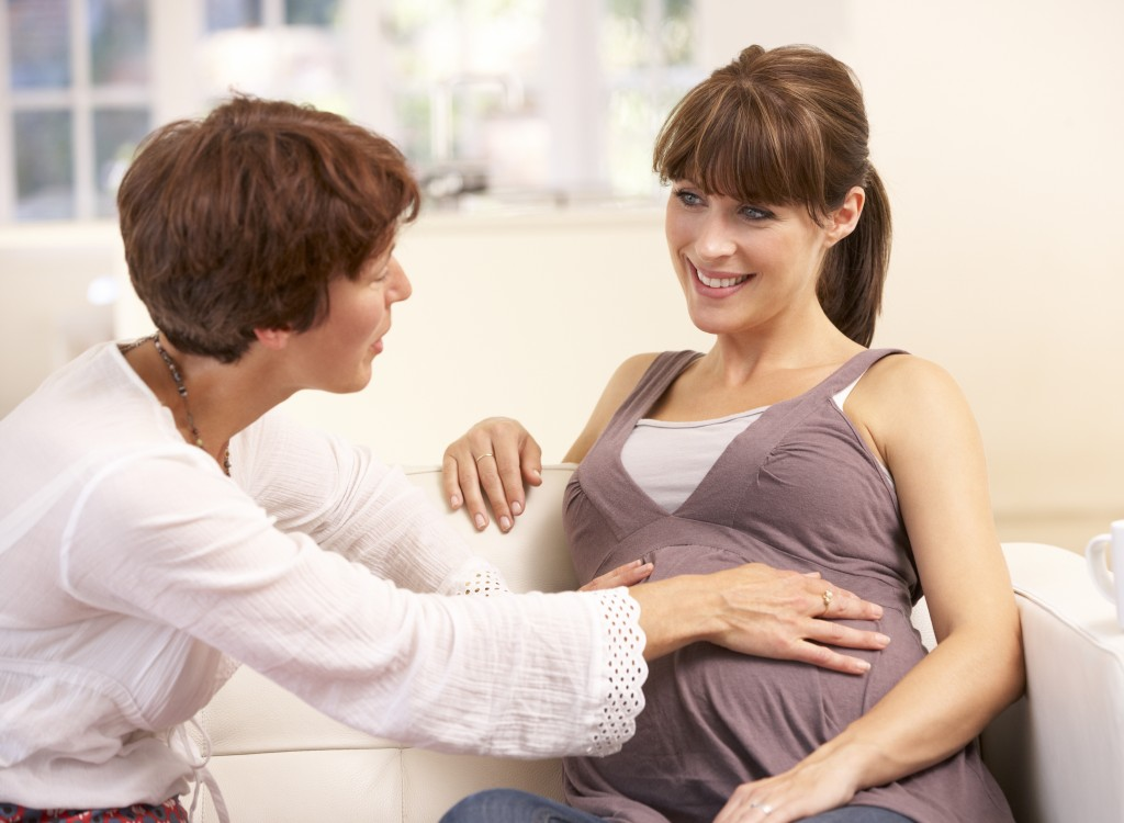 Obstetra y embarazada