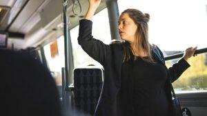 Embarazada en trasporte publico